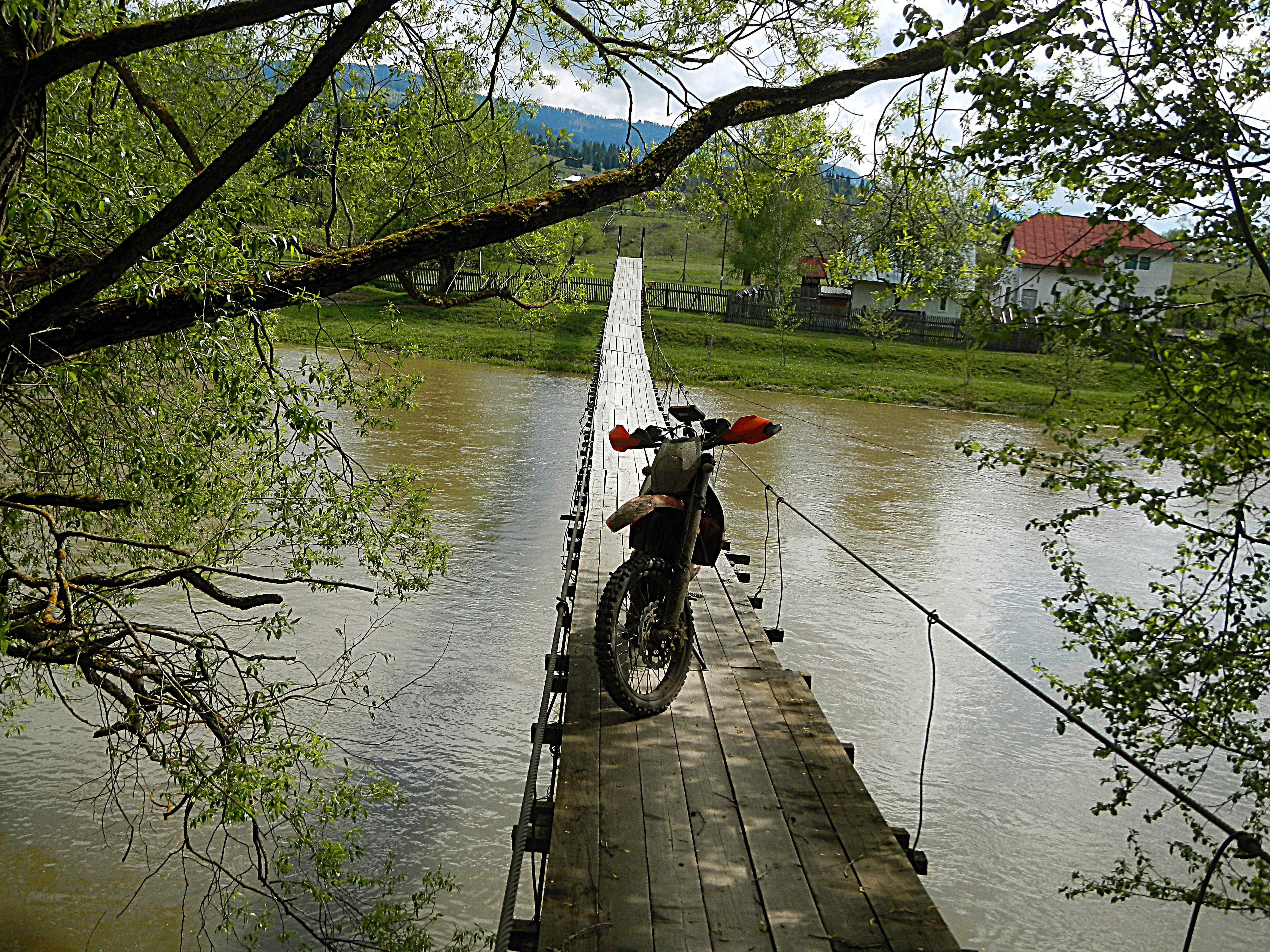 smalle brug bewerkt